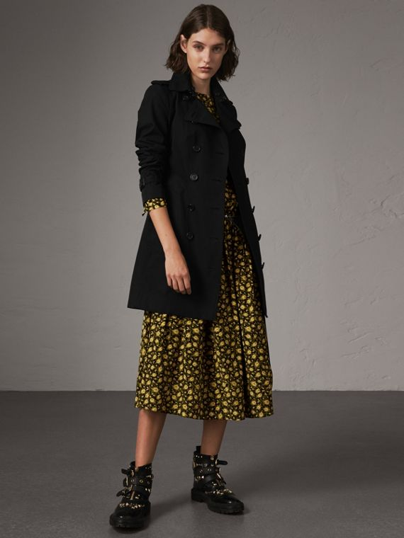 The Sandringham – Mid-length Trench Coat in Black
