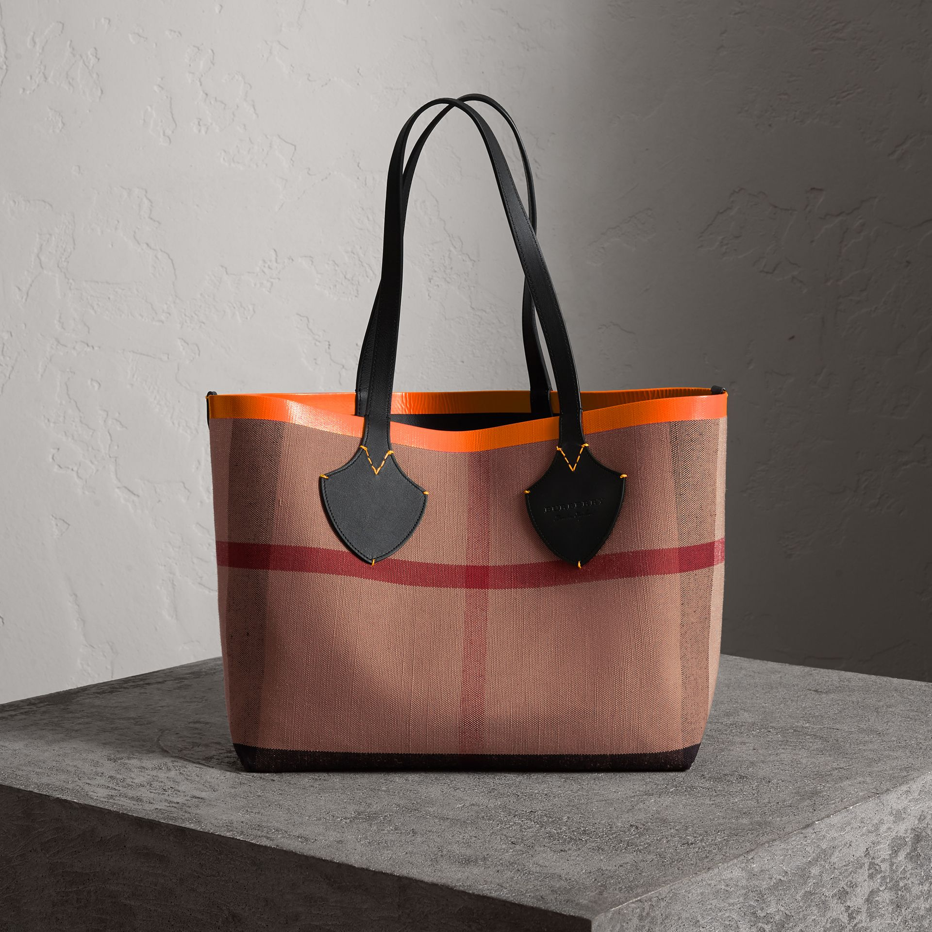 The Medium Giant Reversible Tote in Canvas and Leather in Black/neon Orange | Burberry - gallery image 0