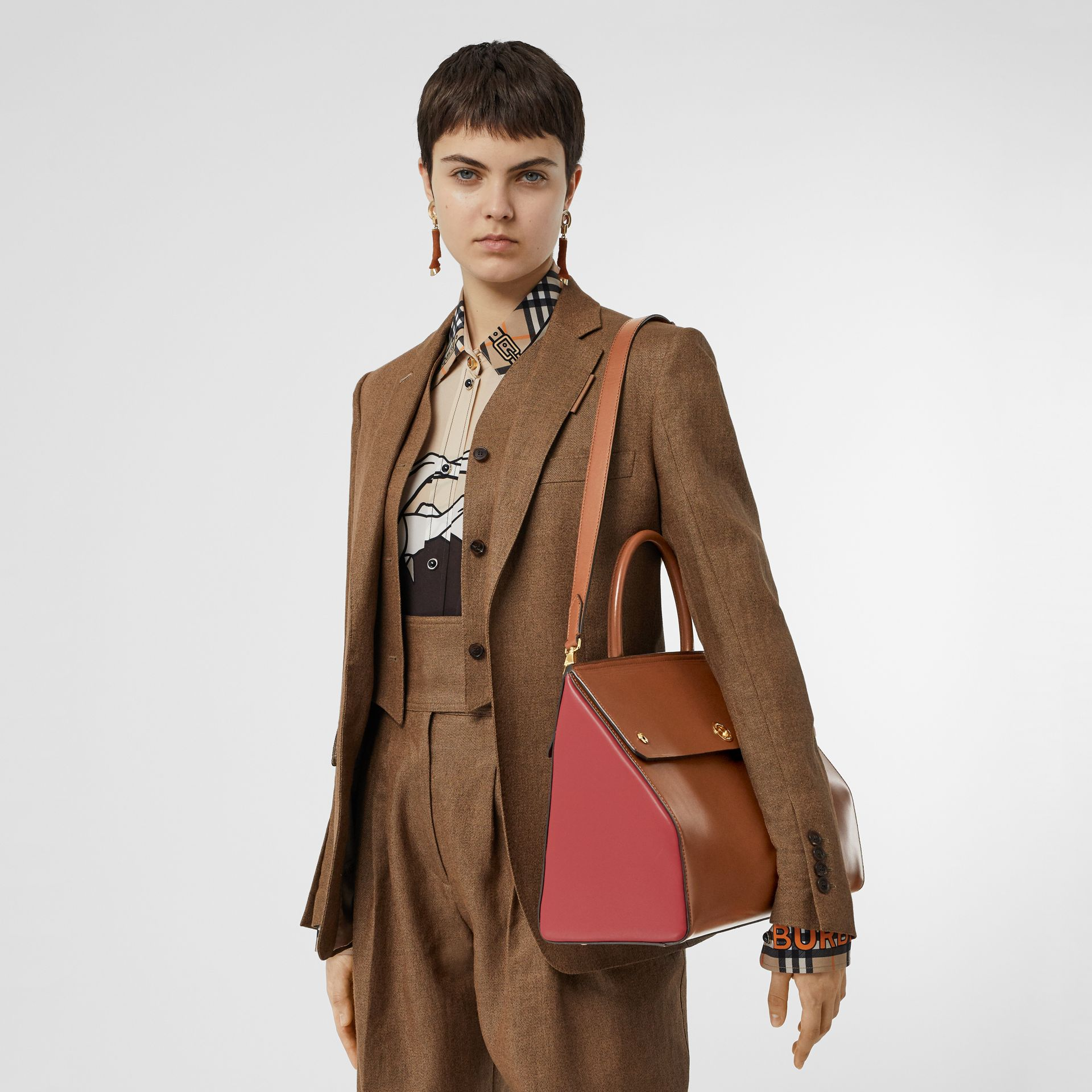 Medium Leather Elizabeth Bag in Malt Brown - Women | Burberry - gallery image 1