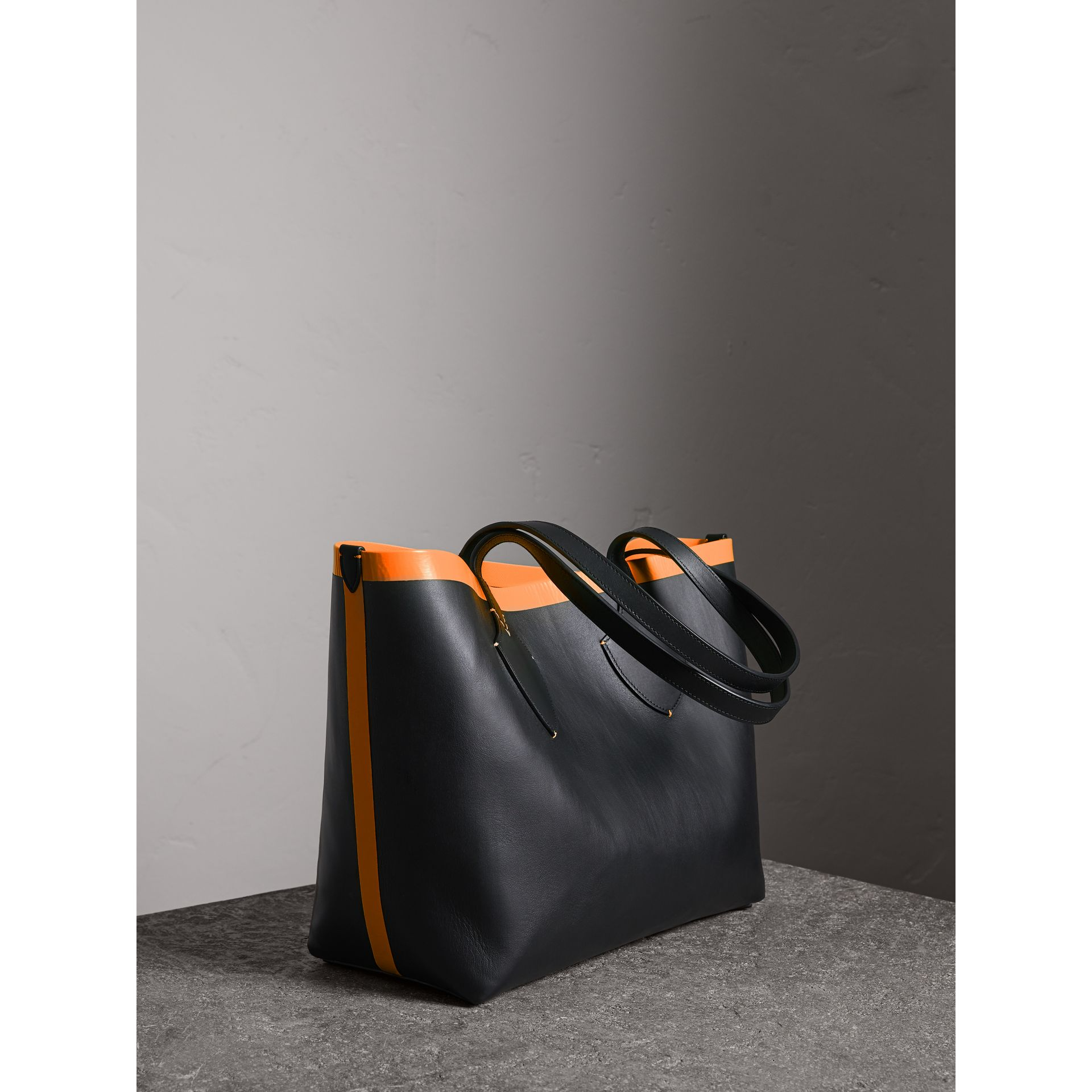 The Medium Giant Reversible Tote in Canvas and Leather in Black/neon Orange | Burberry - gallery image 1