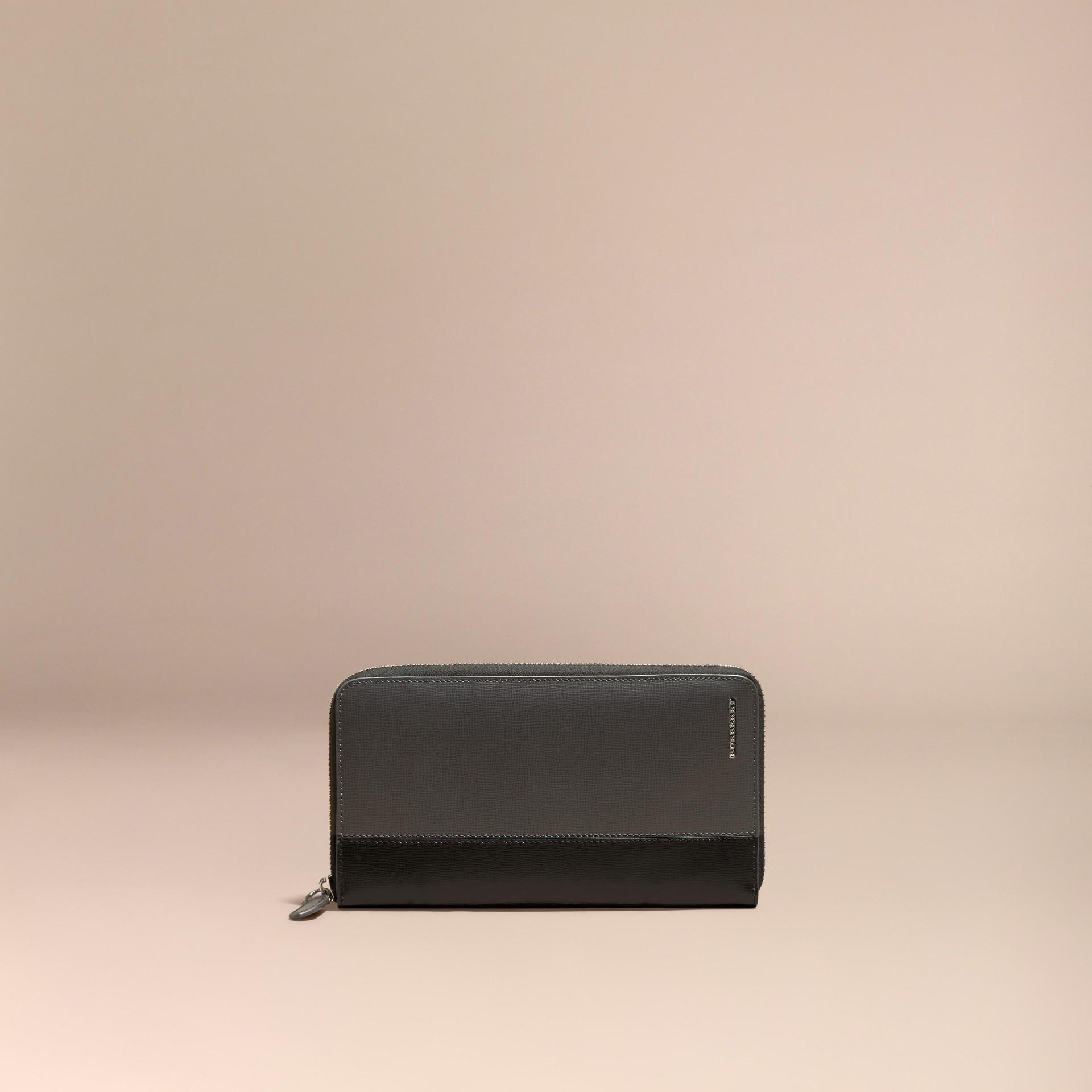 炭灰色/黑色 拼色 London 皮革環繞式拉鍊皮夾 炭灰色/黑色 - 圖庫照片 6