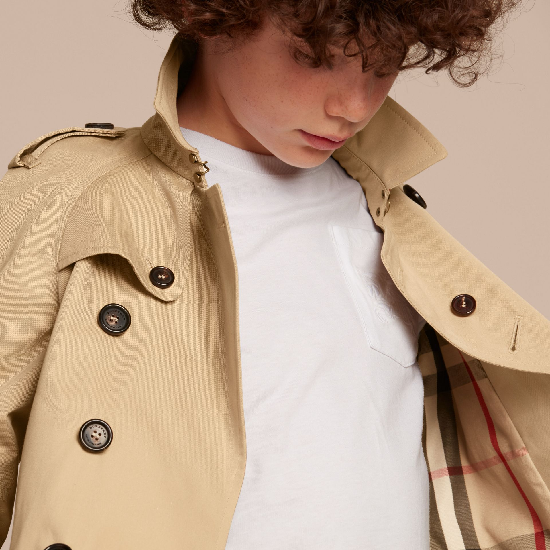 The Wiltshire – Heritage Trench Coat in Honey - Boy | Burberry - gallery image 2