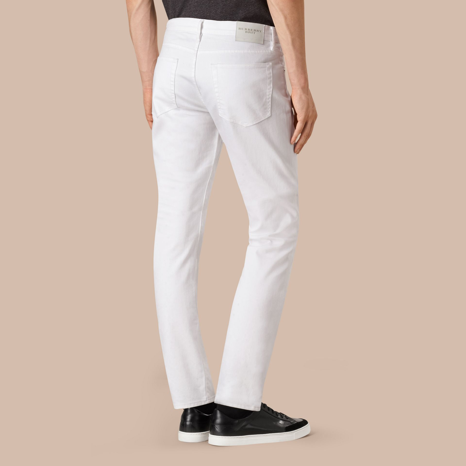 Jean stretch de coupe droite en denim japonais (White) - Homme | Burberry - photo de la galerie 3