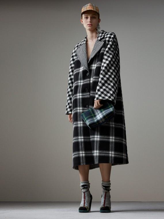 Двустороннее пальто из смесовой шерсти со вставками в клетку с разным рисунком (Черный / Белый)
