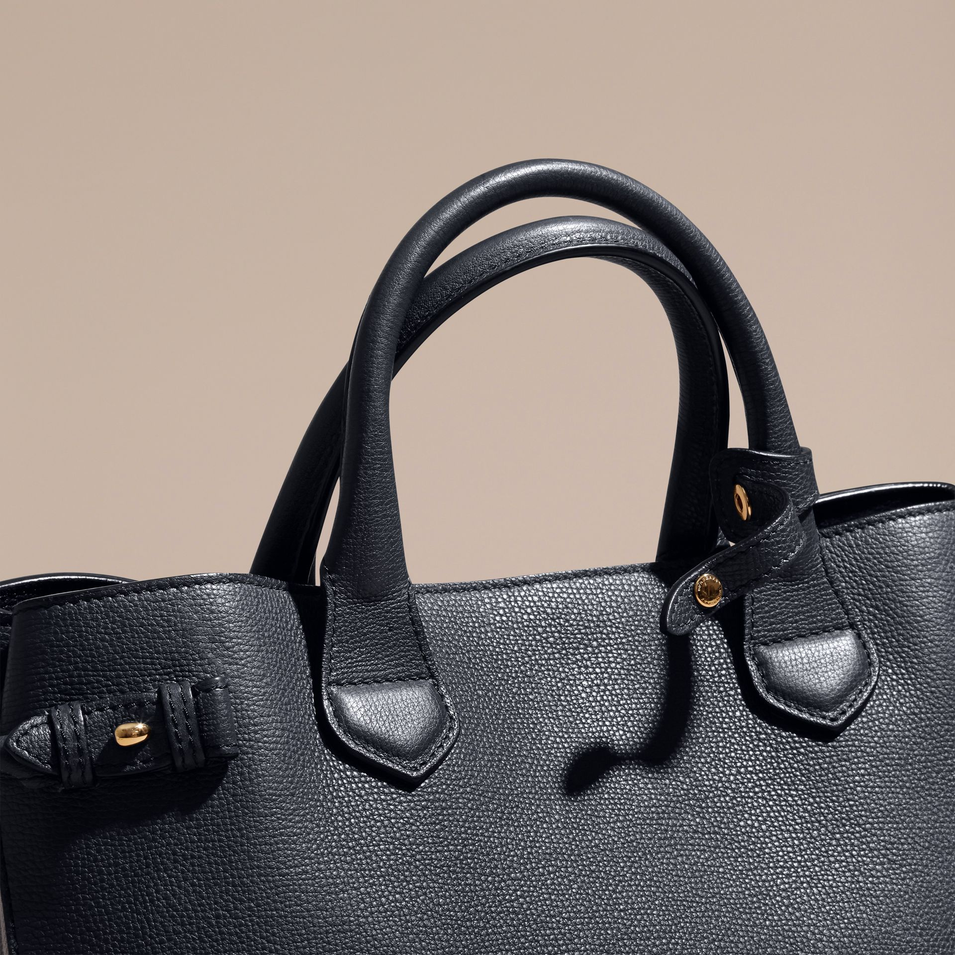 Sac The Banner medium en cuir et coton House check - Femme | Burberry - photo de la galerie 2