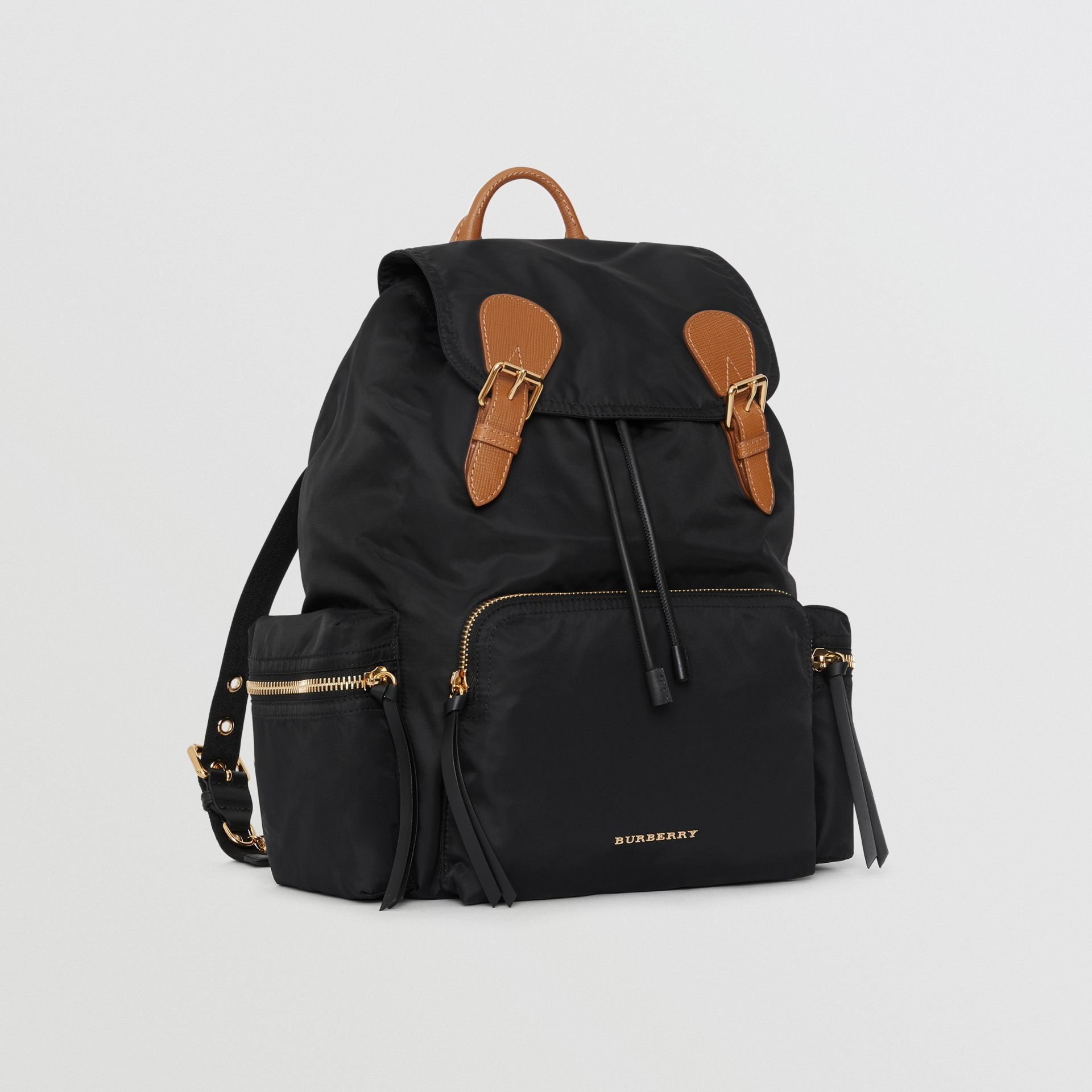 Grand sac The Rucksack en nylon technique et cuir (Noir) - Femme | Burberry - photo de la galerie 5