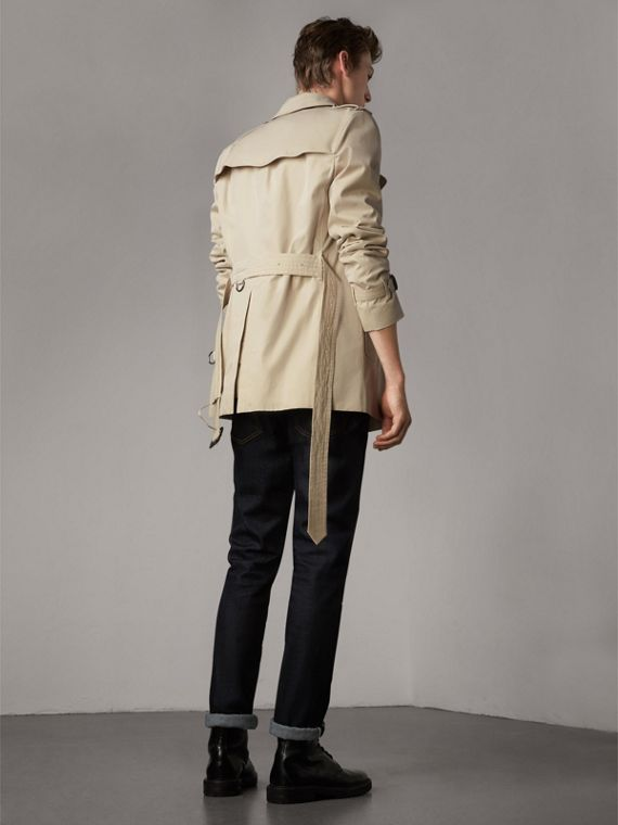 The Kensington – Short Heritage Trench Coat in Stone - Men | Burberry - cell image 2