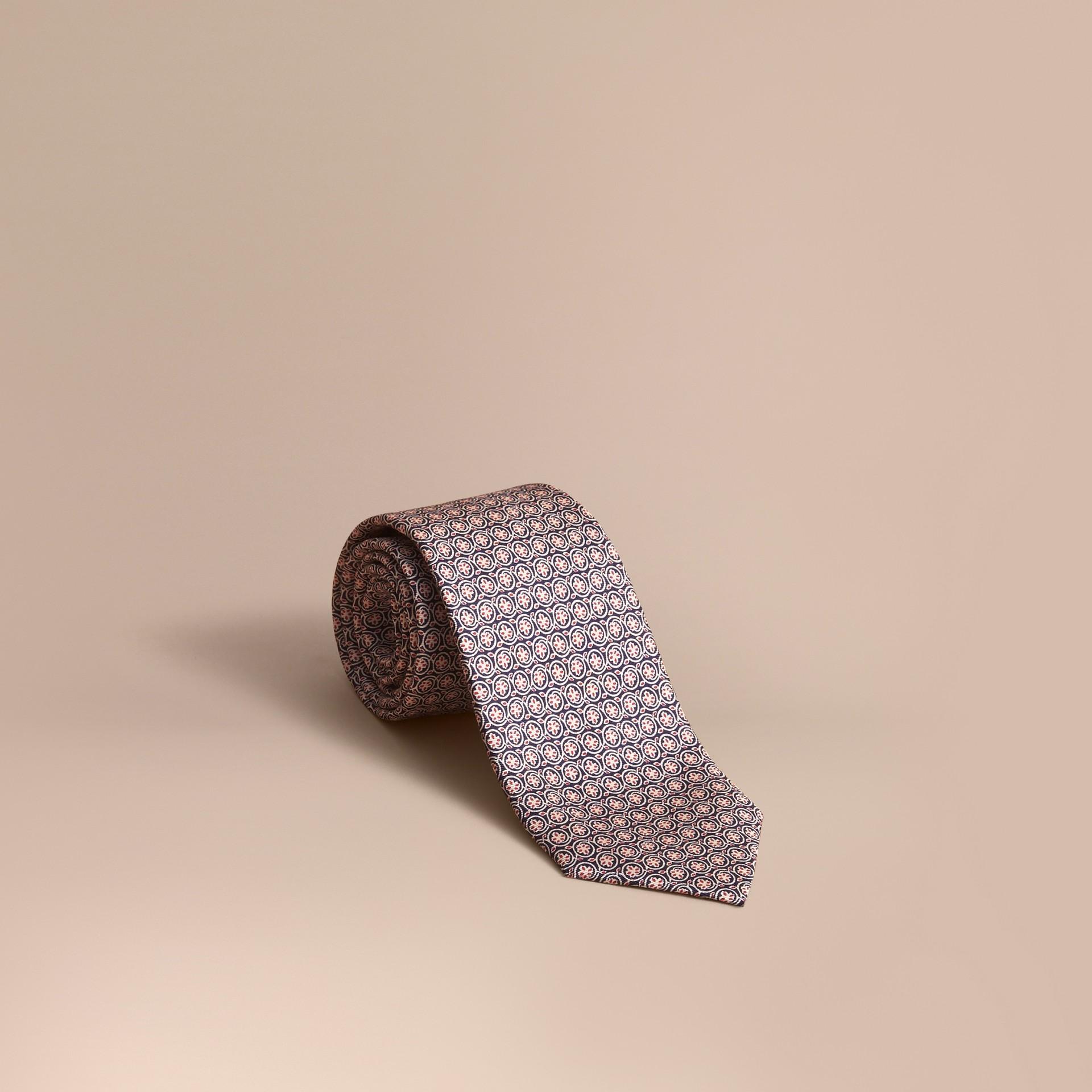 Modern geschnittene Seidenkrawatte mit floralem Druck (Rosenrosa) - Galerie-Bild 1