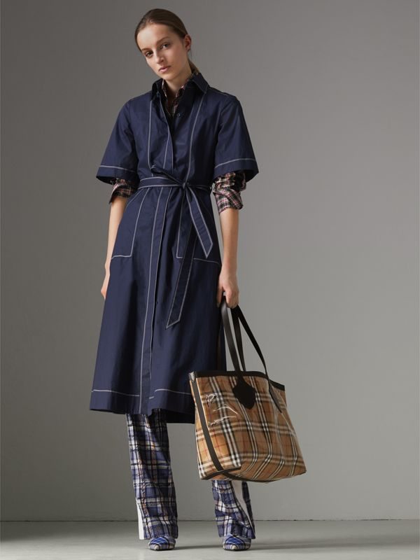 The Medium Giant Tote in Plastic and Vintage Check in Antique Yellow/black - Women | Burberry United Kingdom - cell image 2