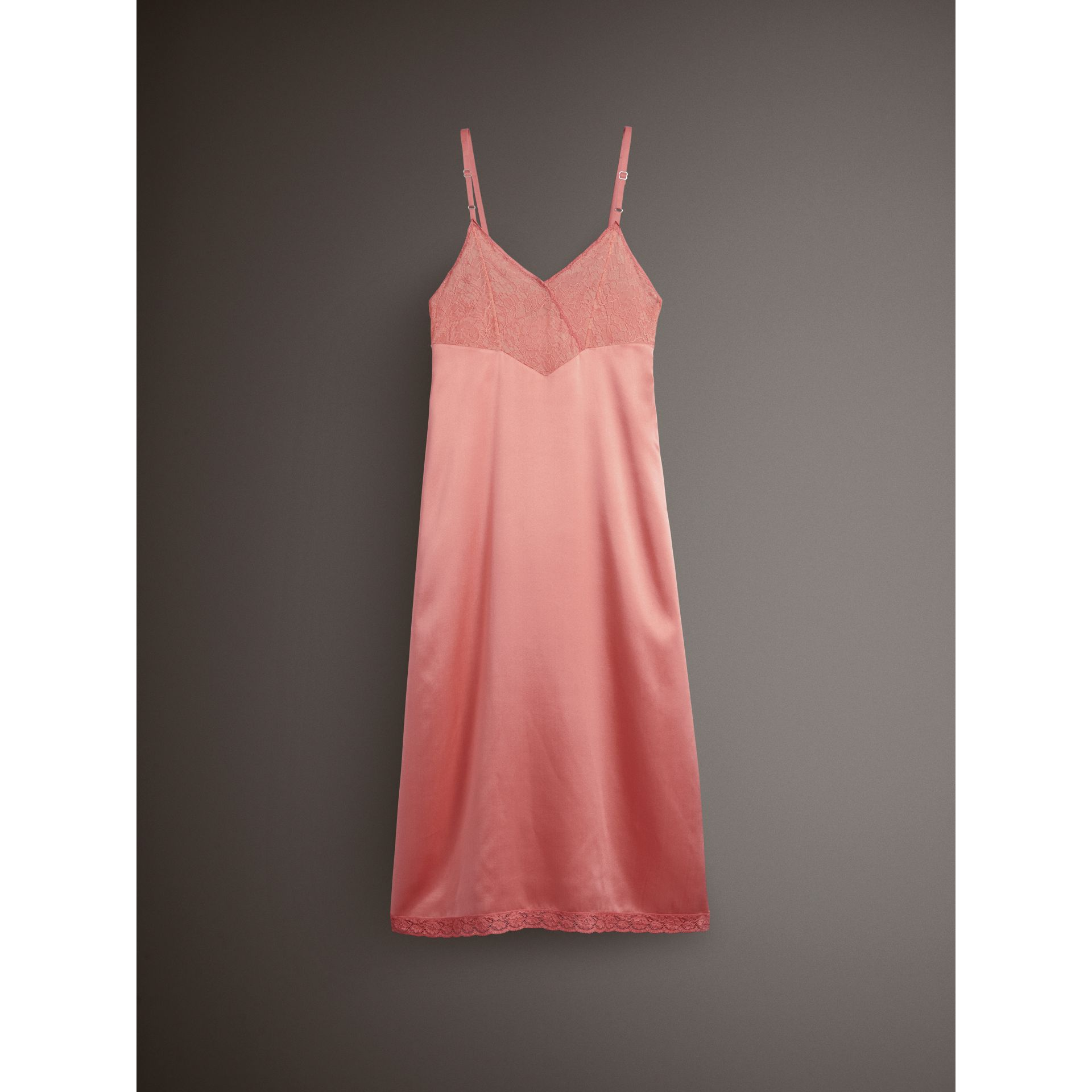 Robe combinaison en soie avec dentelle de Chantilly (Rouge Corail) - Femme | Burberry - photo de la galerie 3