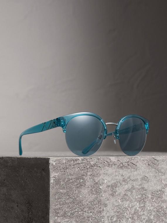 Sonnenbrille mit rundem Halbrandgestell und Karodetail (Blau)