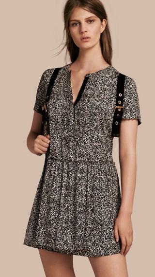 Shiftkleid aus Seidengeorgette mit floralem Muster