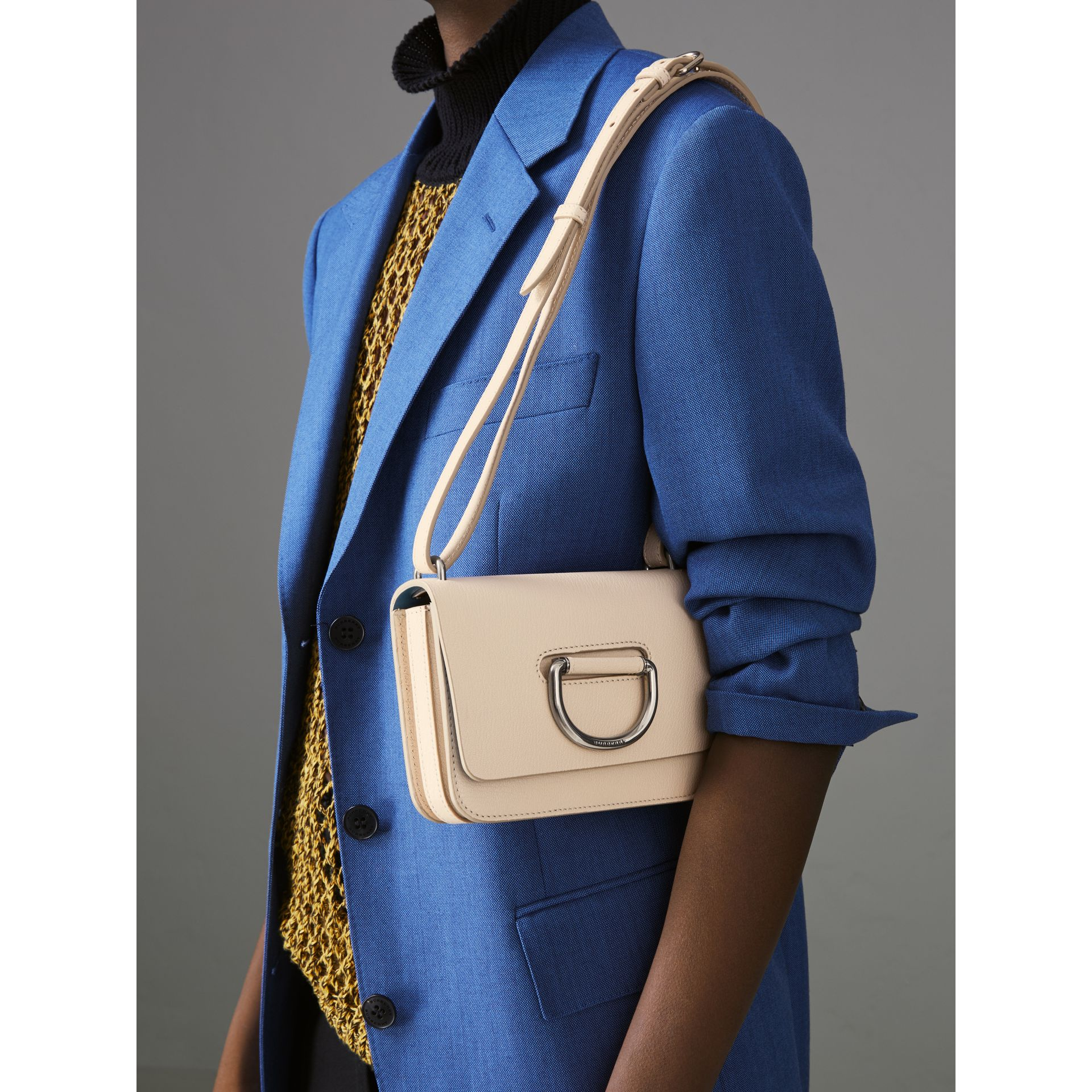Mini sac The D-ring en cuir (Stone) - Femme | Burberry Canada - photo de la galerie 3