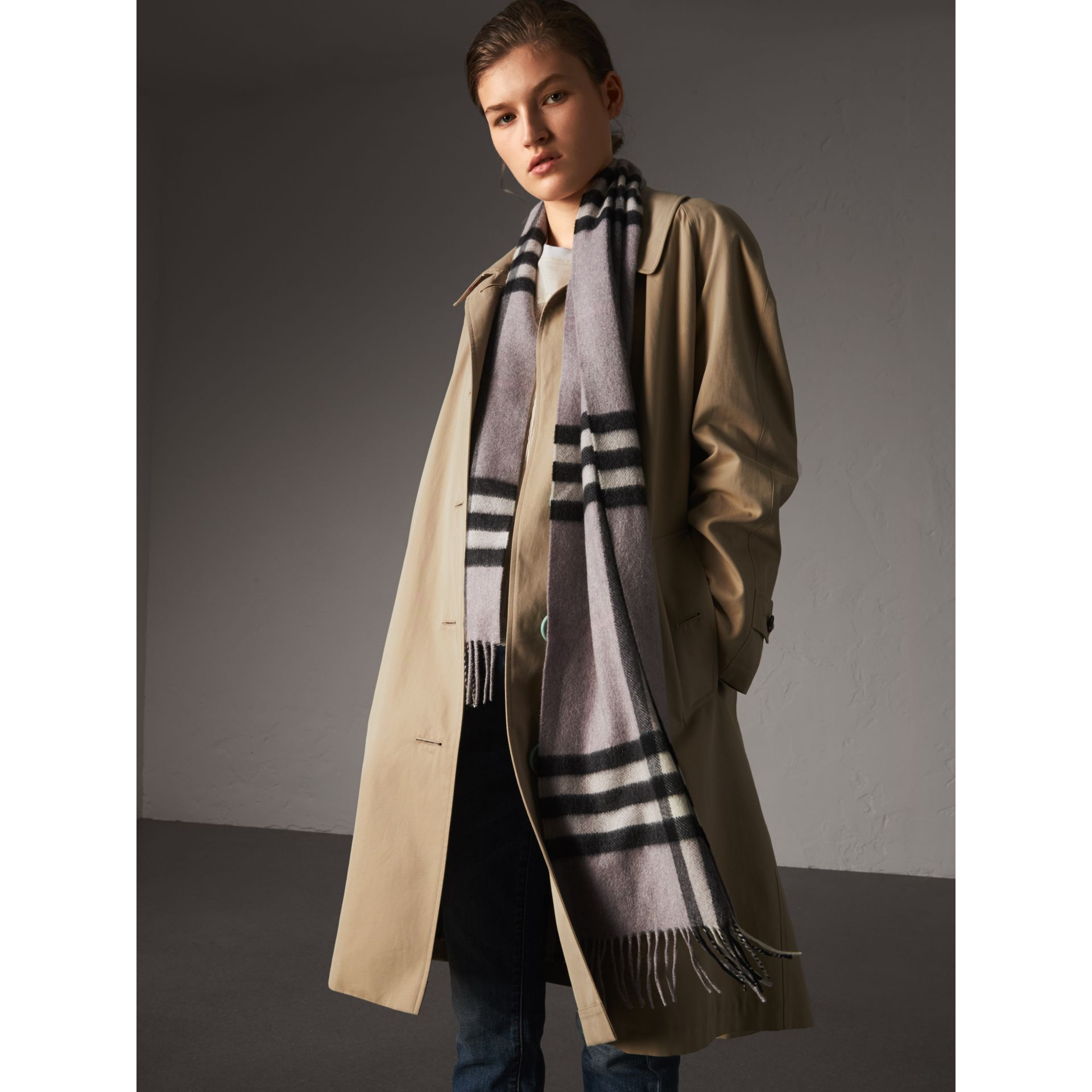 The Classic Cashmere Scarf in Check in Dusty Lilac | Burberry Australia - gallery image 3