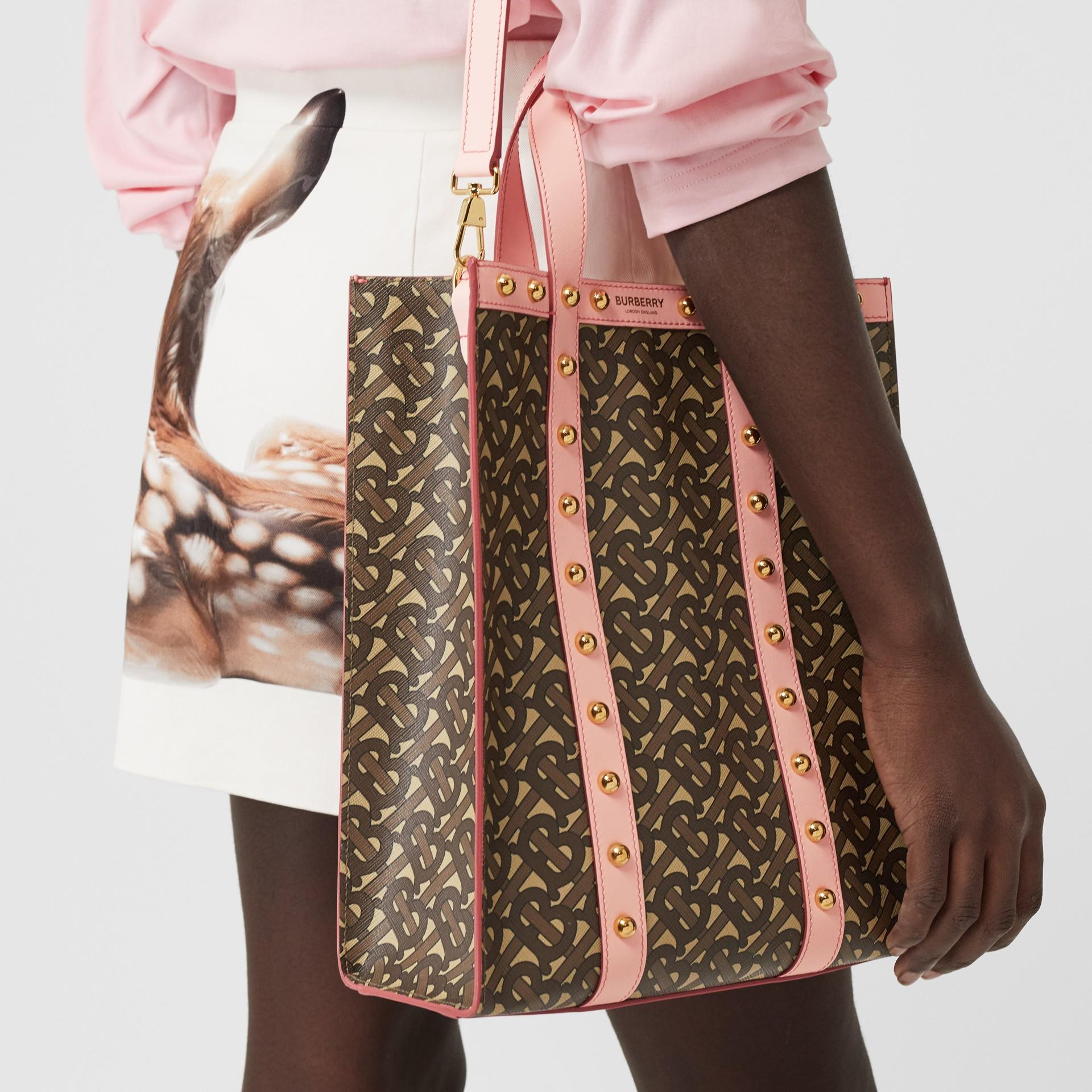 小型花押字印花環保帆布直式托特包 (雲粉紅) - 女款 | Burberry - 圖庫照片 10