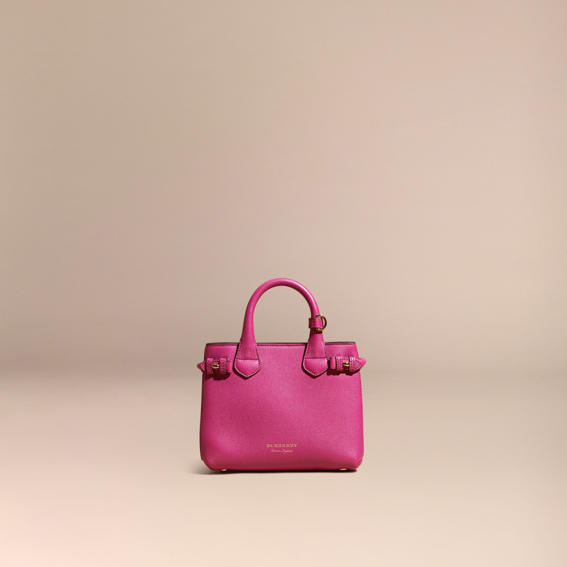 Fucsia brillante Borsa The Baby Banner in pelle con motivo House check Fucsia Brillante - immagine della galleria 8