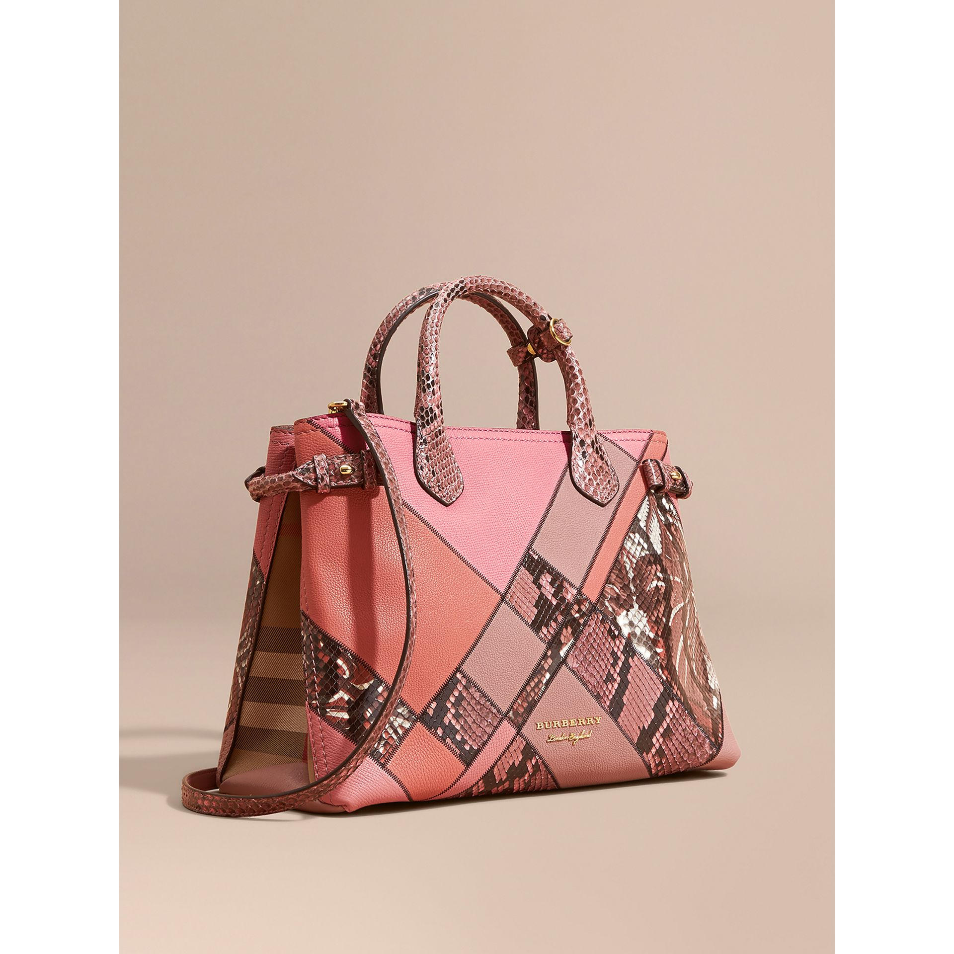 Sac The Banner medium en cuir et python façon patchwork (Rose Cendré) - Femme | Burberry Canada - photo de la galerie 0