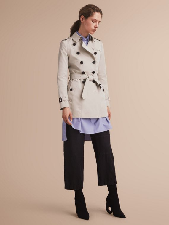 The Chelsea – Short Heritage Trench Coat in Stone