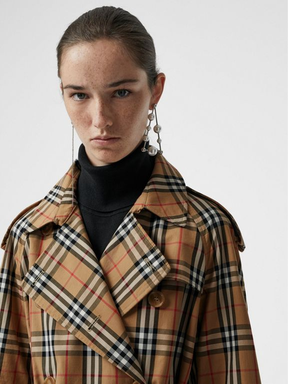Trench coat in cotone laminato con motivo Vintage check (Giallo Antico) - Donna | Burberry - cell image 1