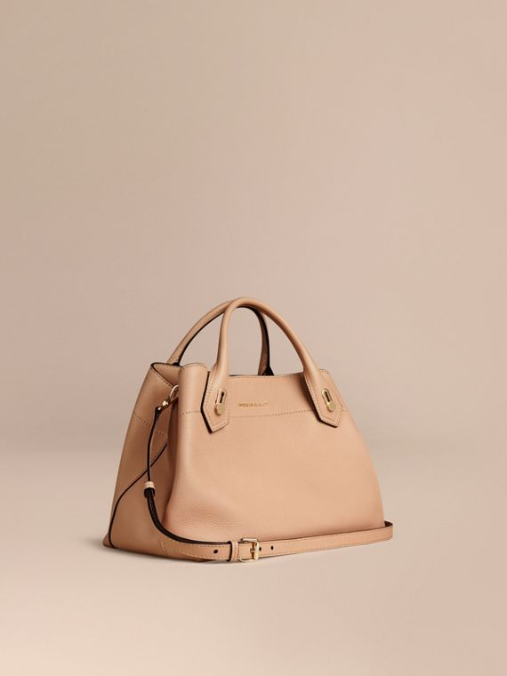 The Medium Milton in Grainy Leather Pale Apricot