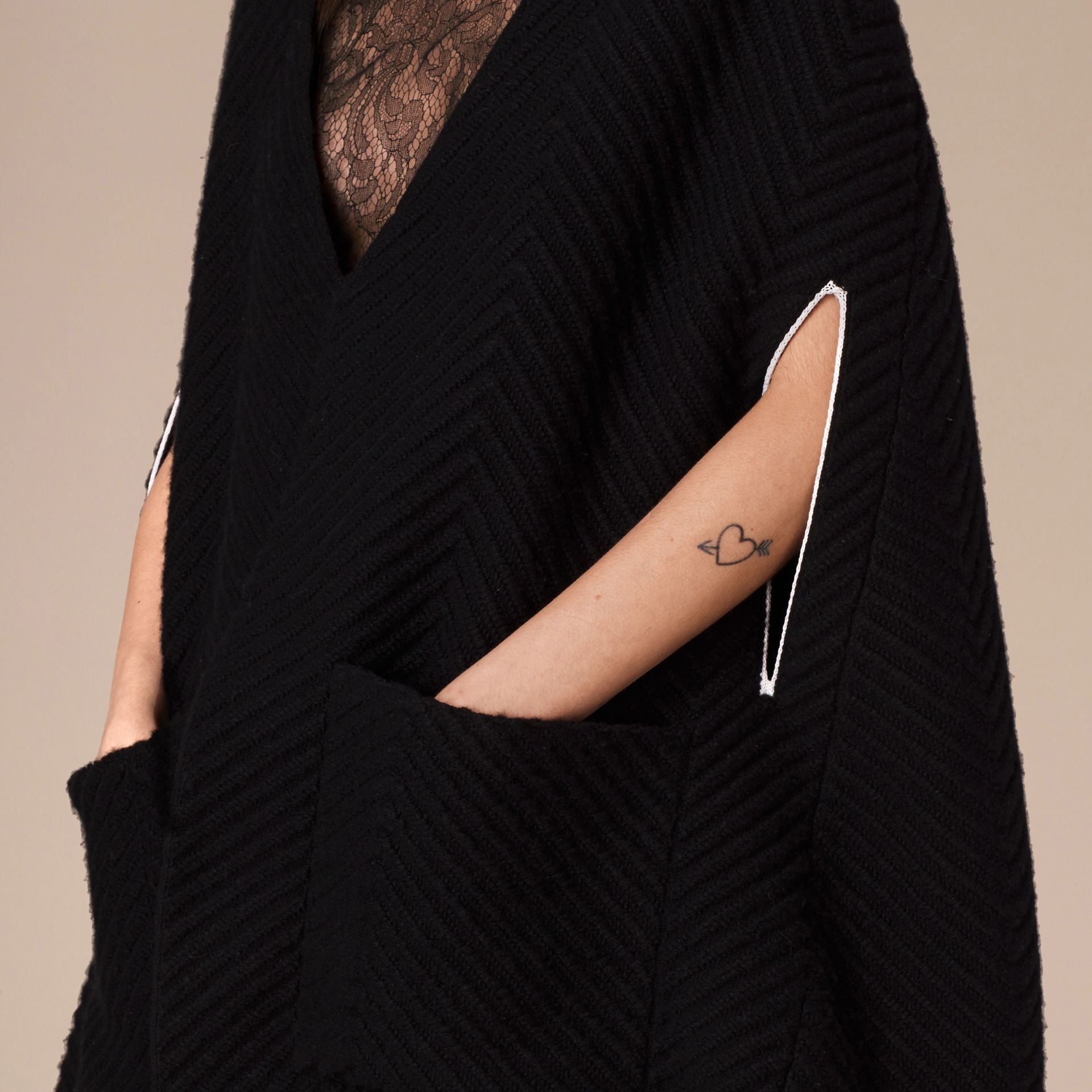 Black/white Ribbed-knit Cashmere Wool Cape - gallery image 4
