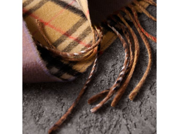 Long Reversible Vintage Check Double-faced Cashmere Scarf in Lilac Grey | Burberry Hong Kong - cell image 4
