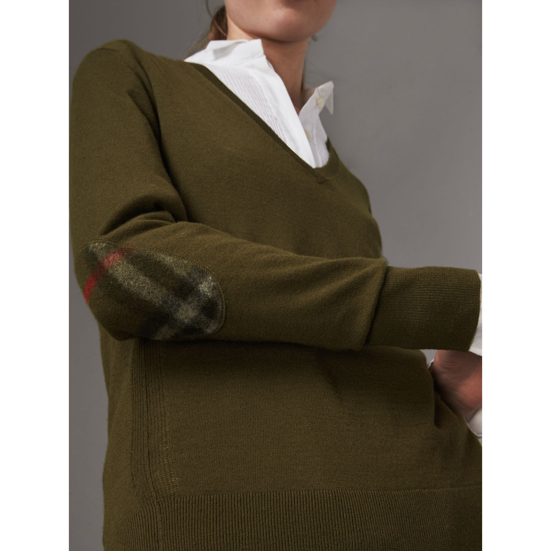 Check Detail Cashmere V-neck Sweater in Khaki Green - Women | Burberry - gallery image 2