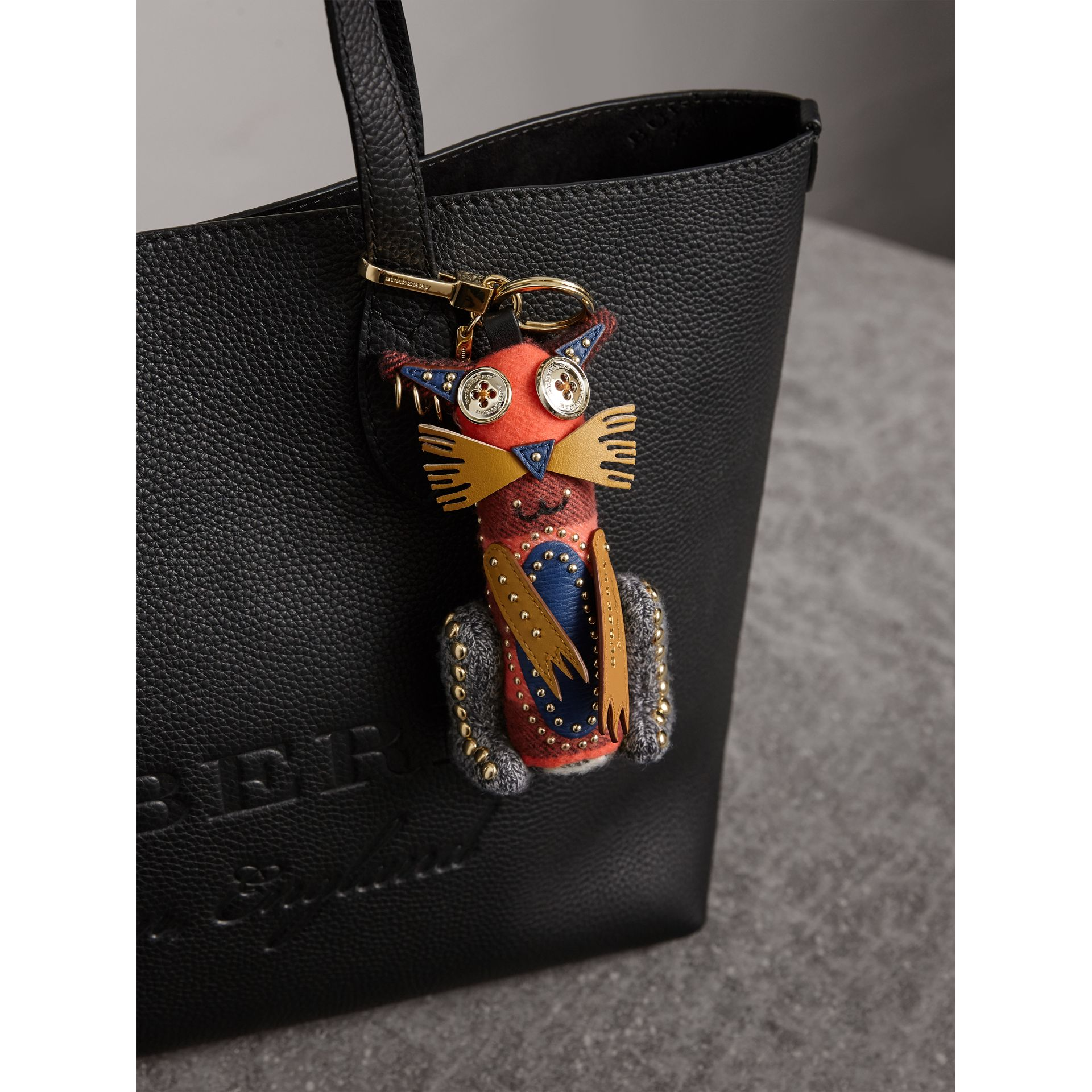 Bijou porte-clés en cachemire Rufus le Chat (Rouge Feuille Morte) | Burberry - photo de la galerie 3