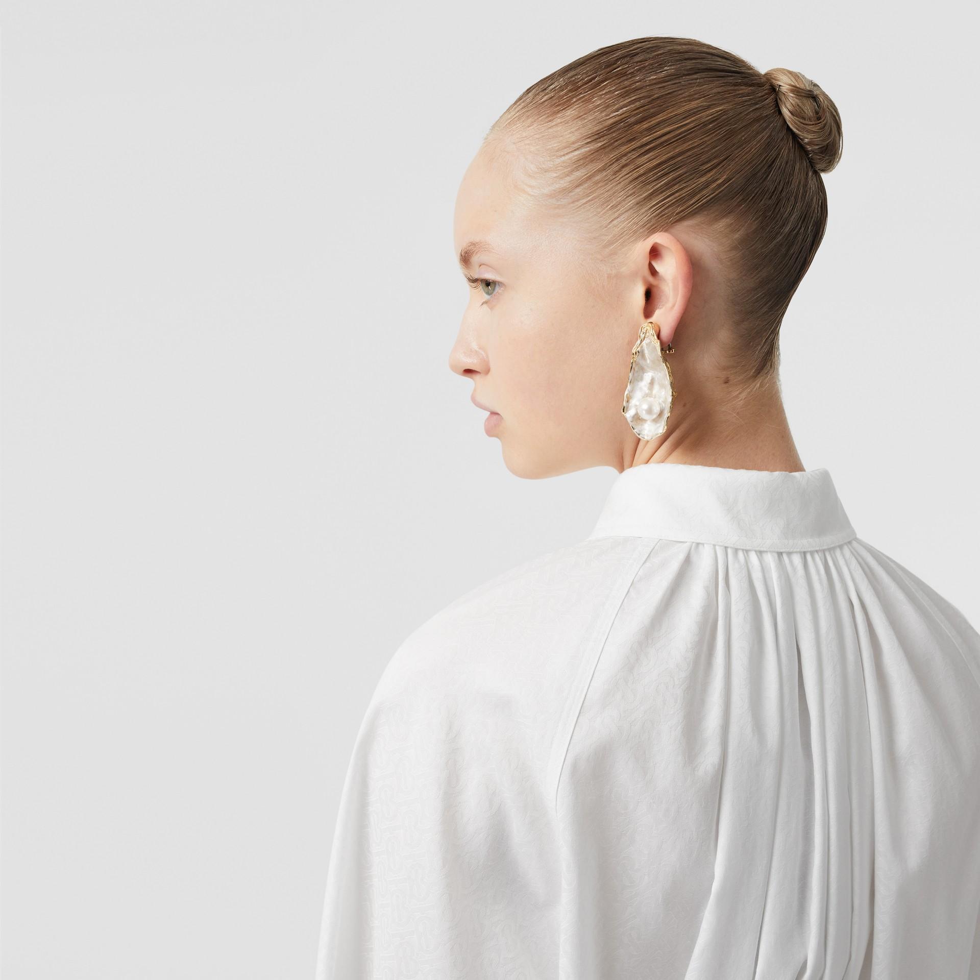 モノグラムコットン ジャカード オーバーサイズシャツ (オプティックホワイト) - ウィメンズ | バーバリー - ギャラリーイメージ 4