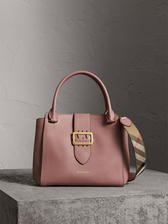 The Medium Buckle Tote aus genarbtem Leder (Blassrosa) - Damen | Burberry