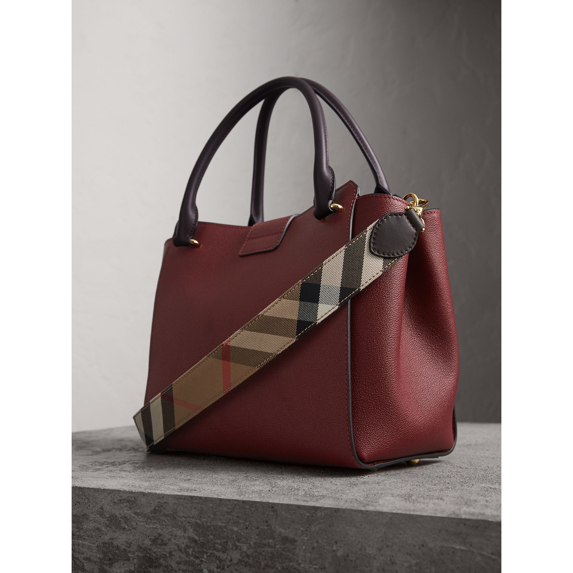 The Medium Buckle Tote in Two-tone Grainy Leather in Burgundy - Women | Burberry - gallery image 4