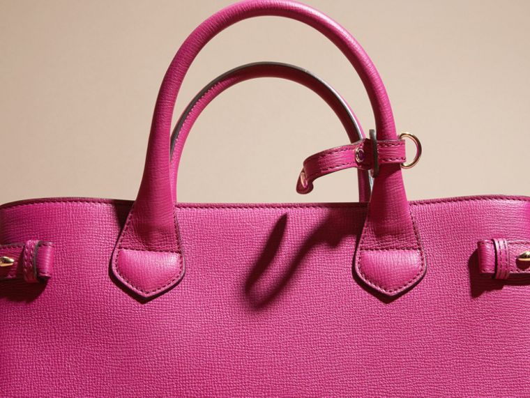 Fucsia brillante Bolso Banner mediano en piel y House Checks Fucsia Brillante - cell image 1