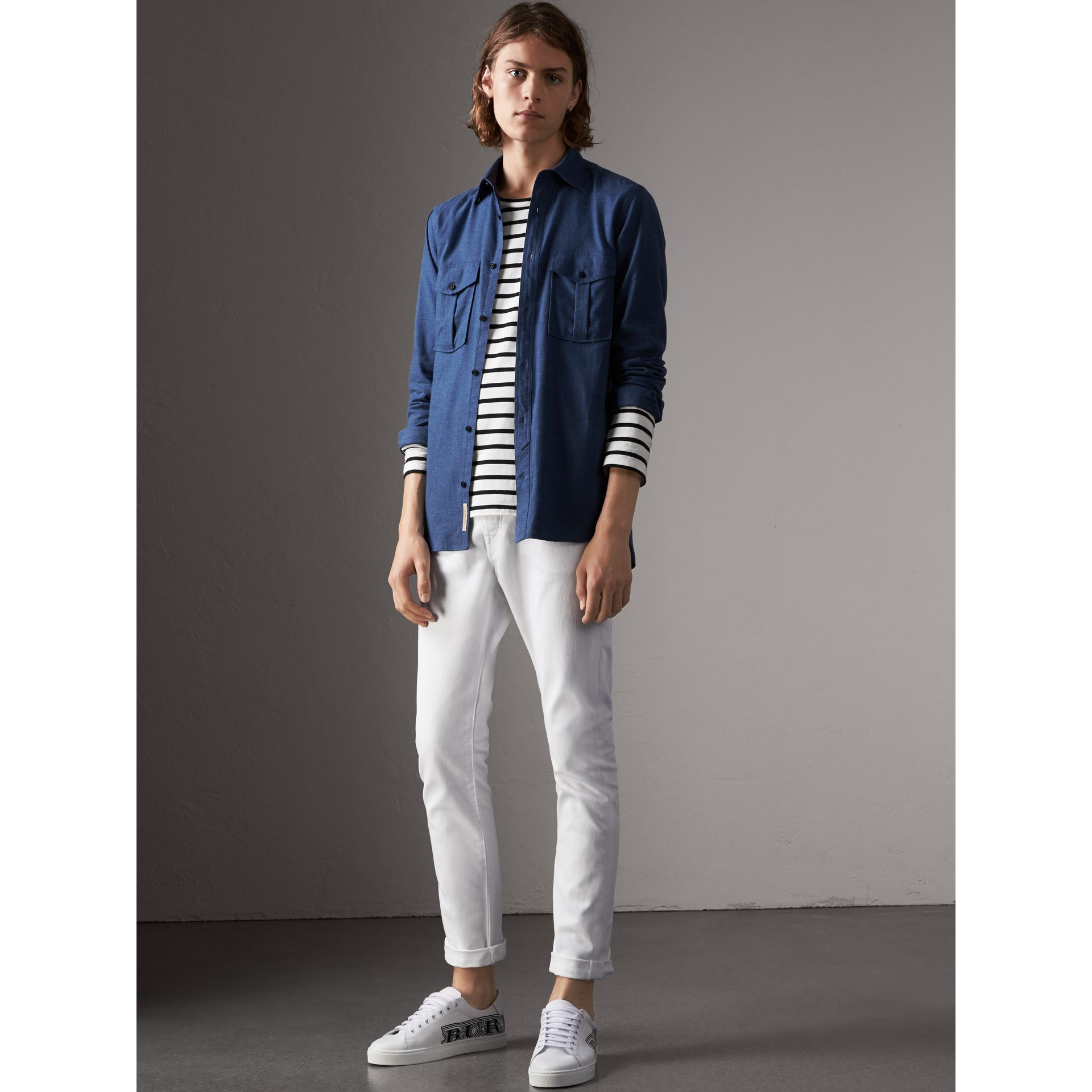 Jean stretch de coupe droite en denim japonais (White) - Homme | Burberry - photo de la galerie 1