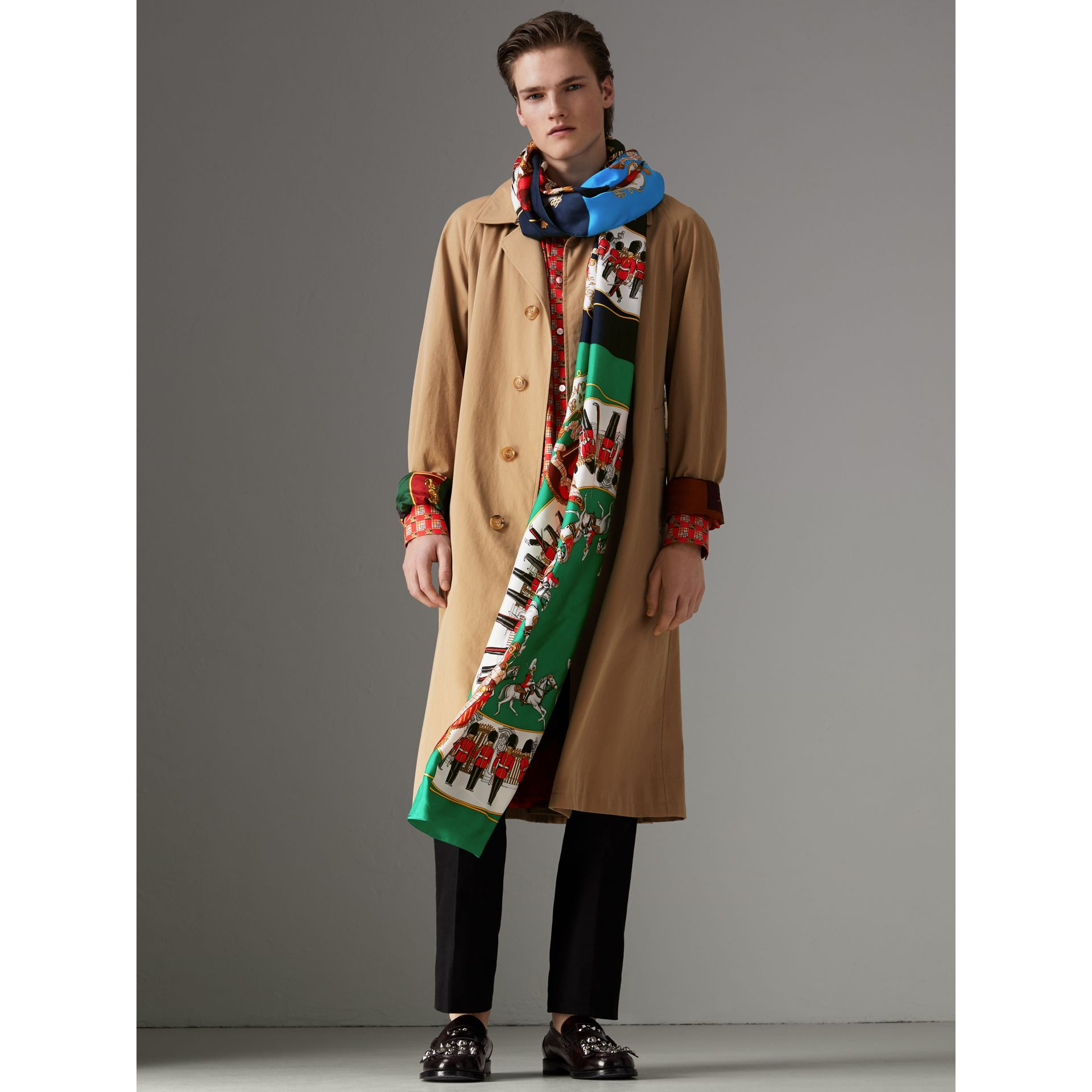 Archive Scarf Print Silk Oversized Scarf in Navy - Women | Burberry United Kingdom - gallery image 2