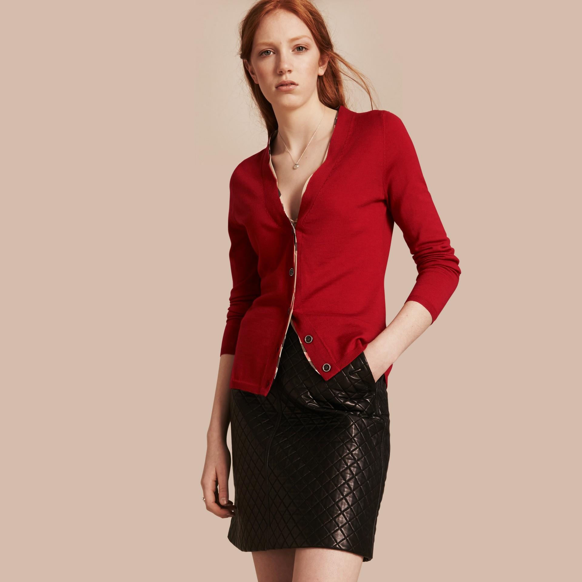 Rosso militare Cardigan in lana con paramontura con motivo check Rosso Militare - immagine della galleria 1