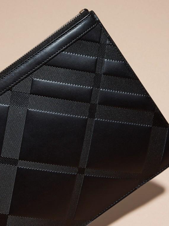 Nero Pochette in pelle con motivo check in rilievo Nero - cell image 2
