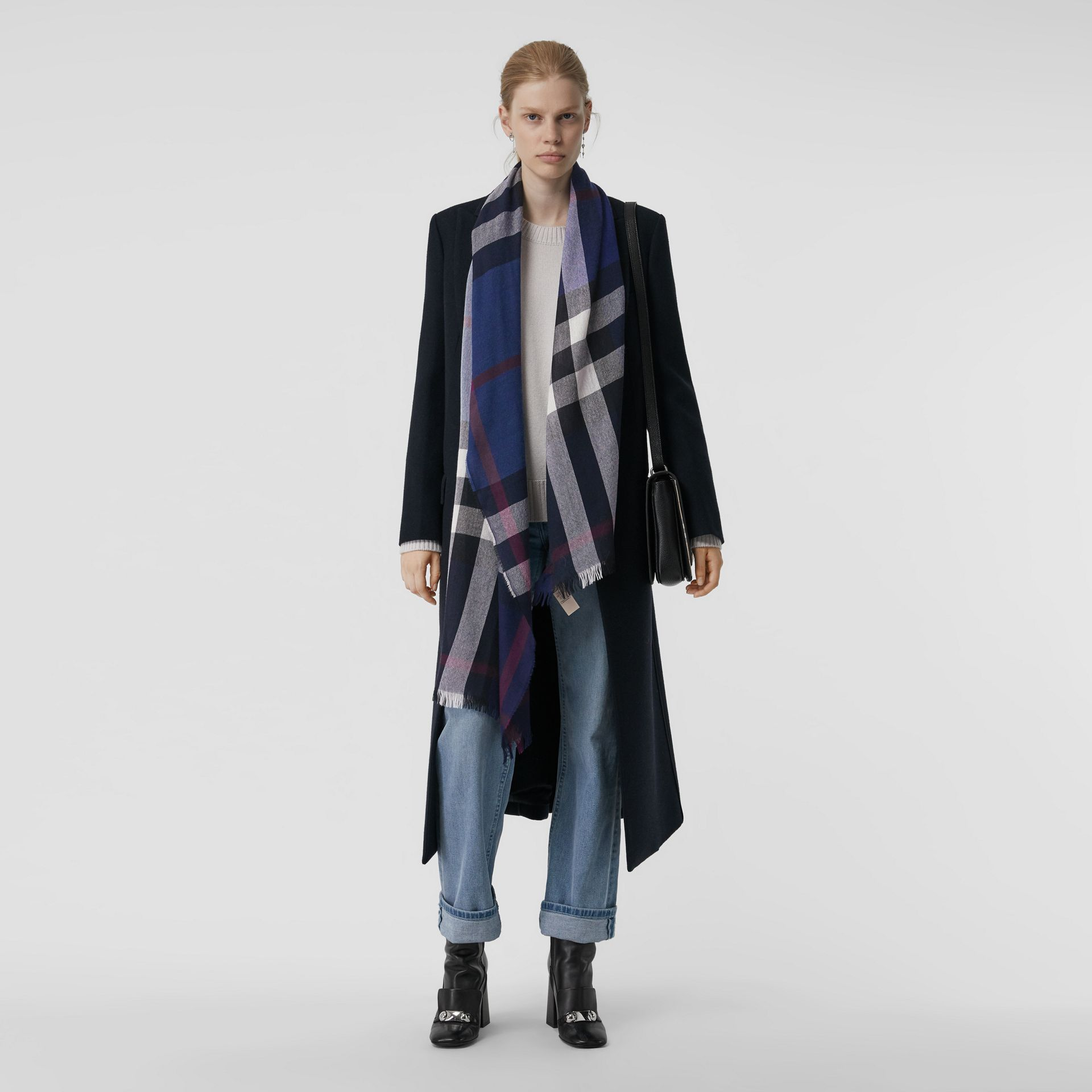 Lightweight Check Wool Cashmere Scarf in Navy | Burberry Canada - gallery image 2