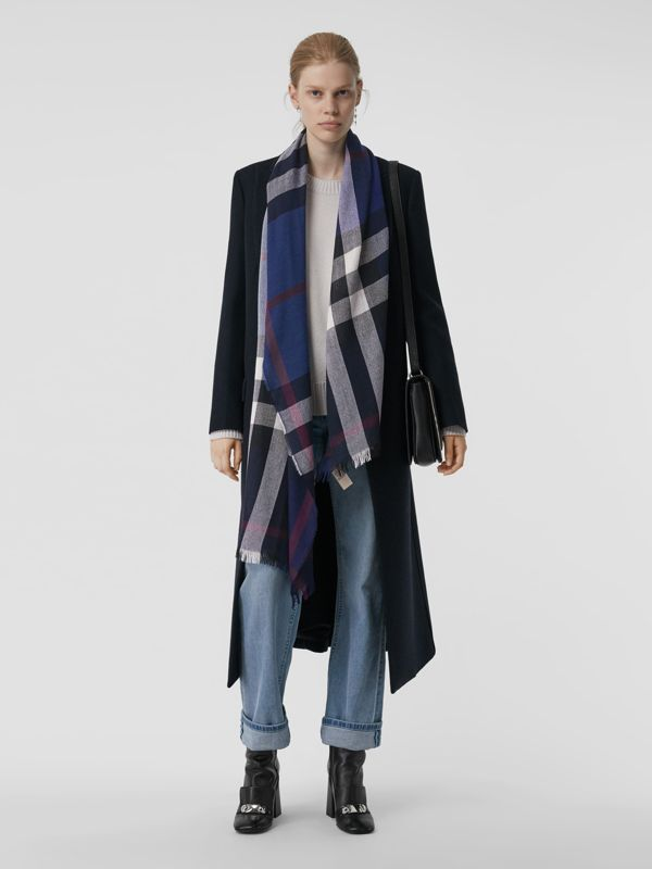 Lightweight Check Wool Cashmere Scarf in Navy | Burberry - cell image 2