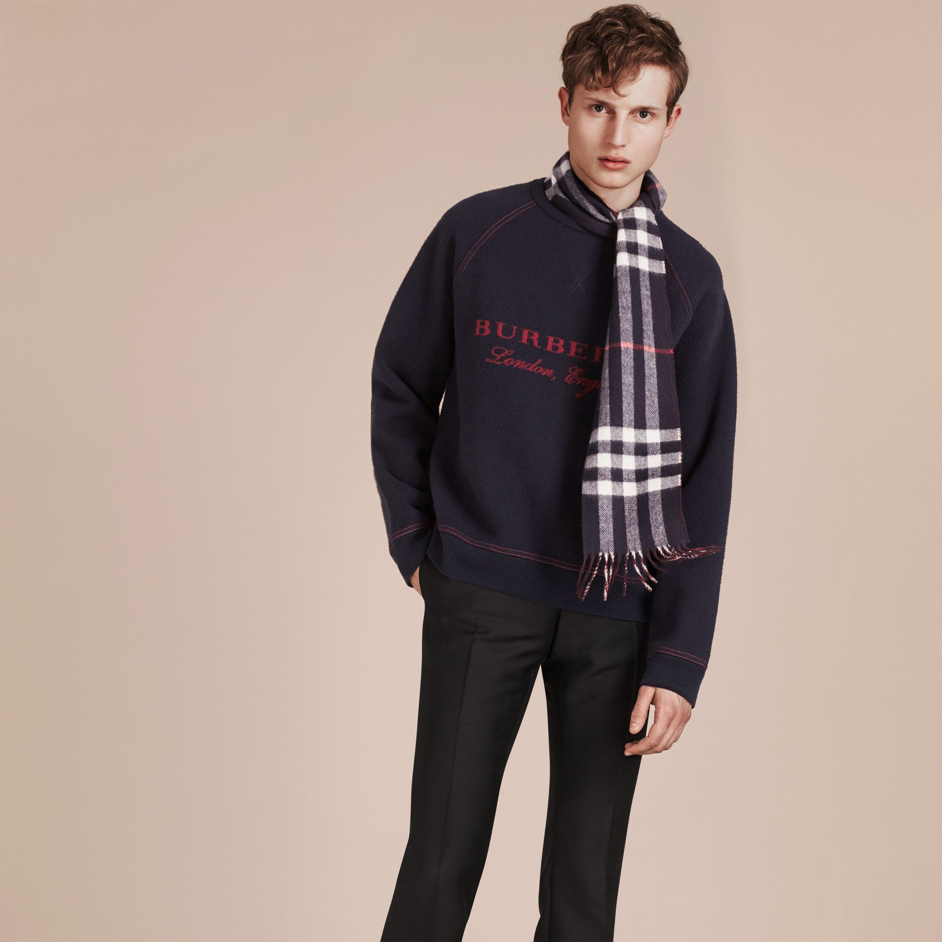 Navy/claret The Slim Reversible Cashmere Scarf in Check Navy/claret - gallery image 3