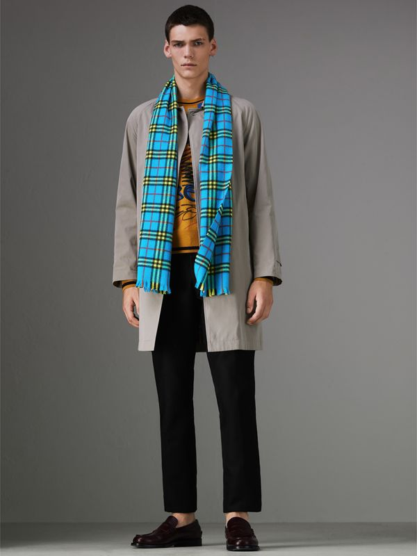 Check Cashmere Scarf in Bright Sky Blue | Burberry United Kingdom - cell image 3