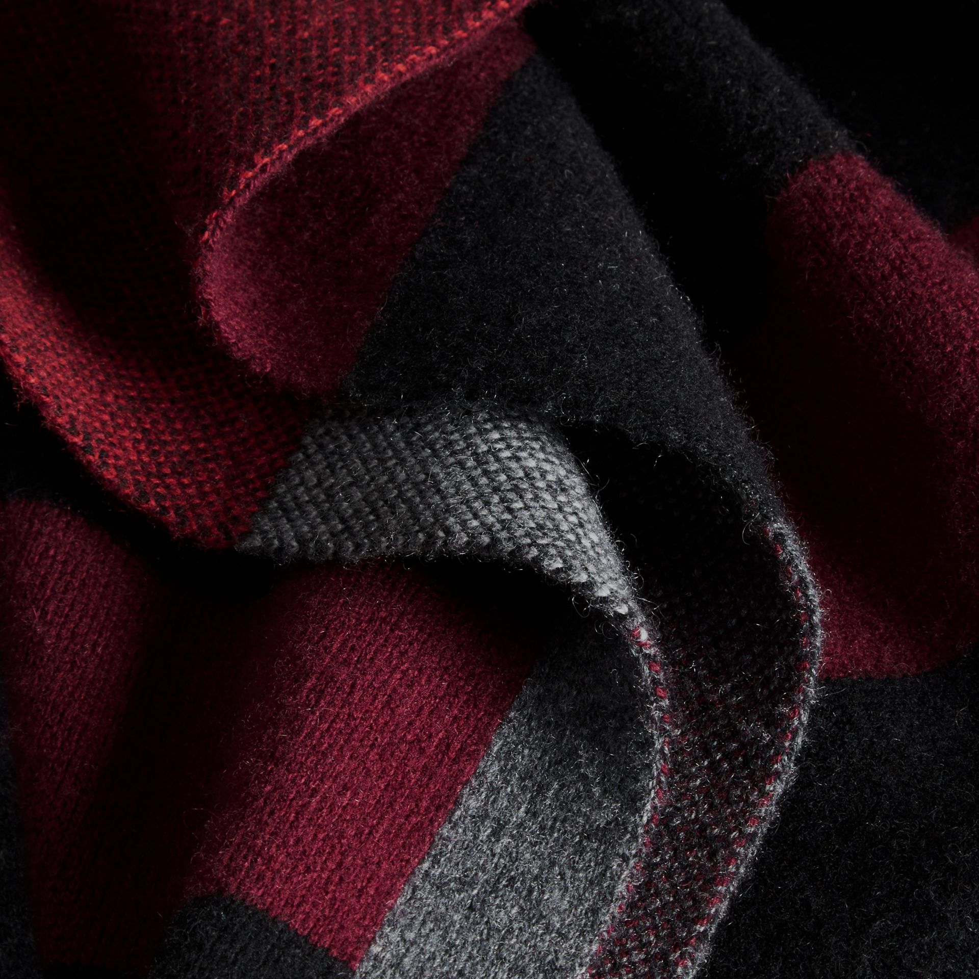 Noir Manteau cardigan en laine et cachemire à motif check - photo de la galerie 2