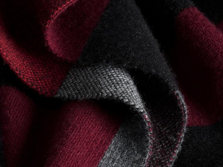Noir Manteau cardigan en laine et cachemire à motif check - cell image 1