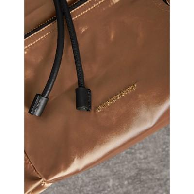 Burberry - Sac The Rucksack moyen en nylon bicolore et cuir - 6