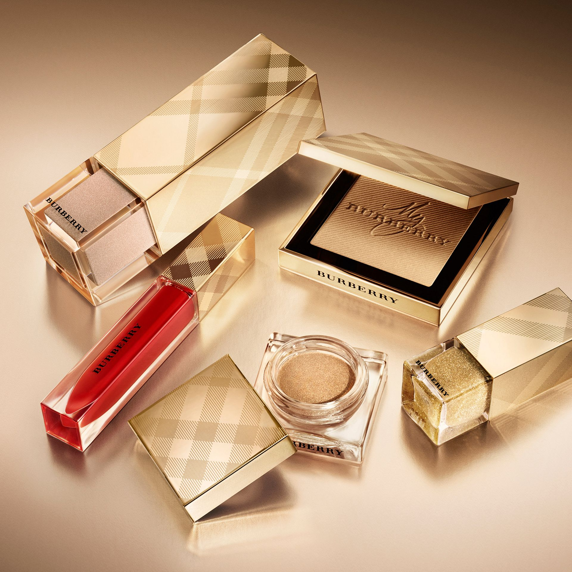 Gold Glow Fragranced Luminising Powder – Gold No.01 Limited Edition - Women | Burberry United States - gallery image 2