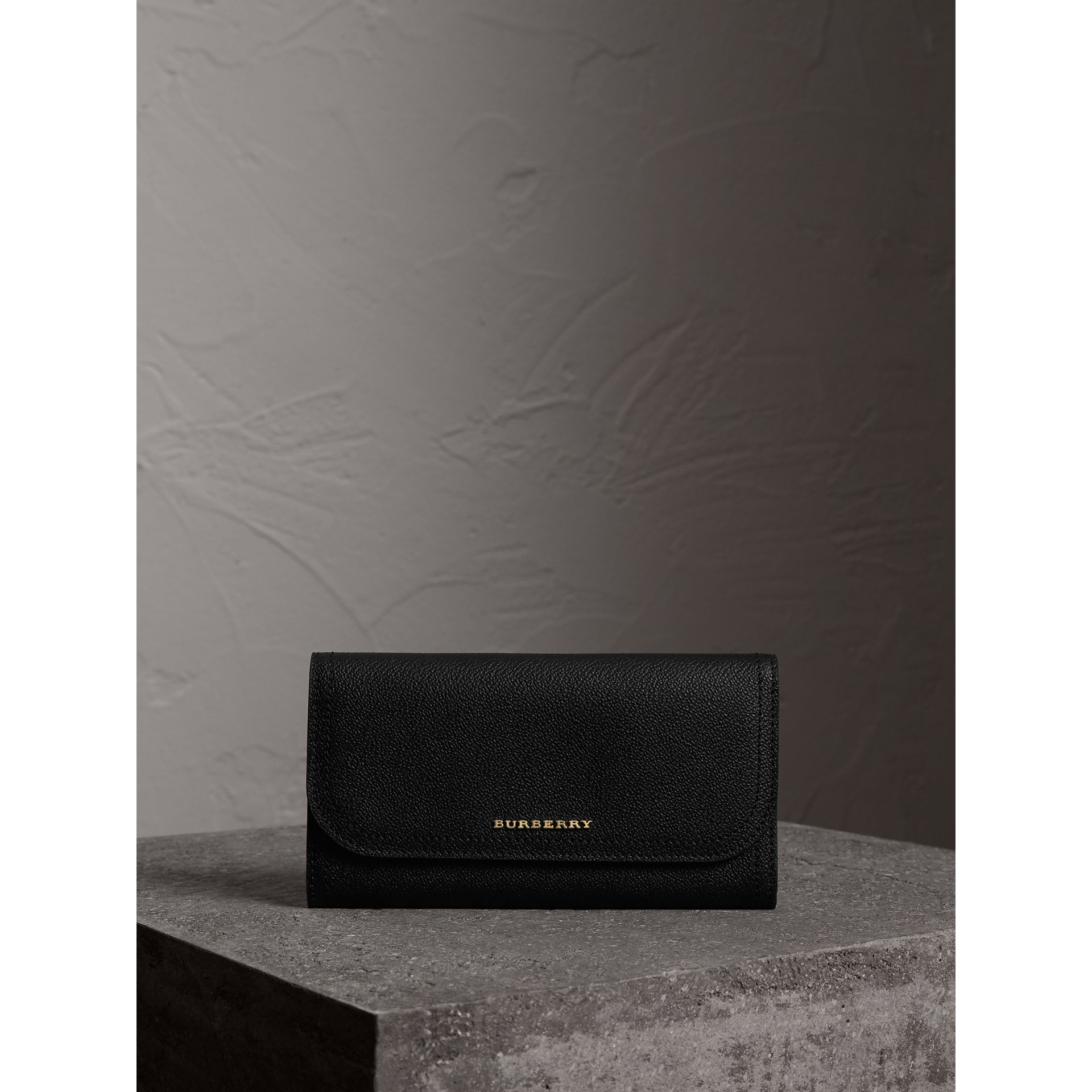 Grainy Leather Slim Continental Wallet in Black - Women | Burberry Canada - gallery image 4
