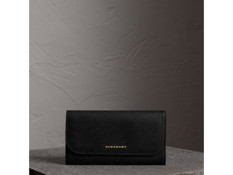 Grainy Leather Slim Continental Wallet in Black - Women | Burberry Canada - cell image 4