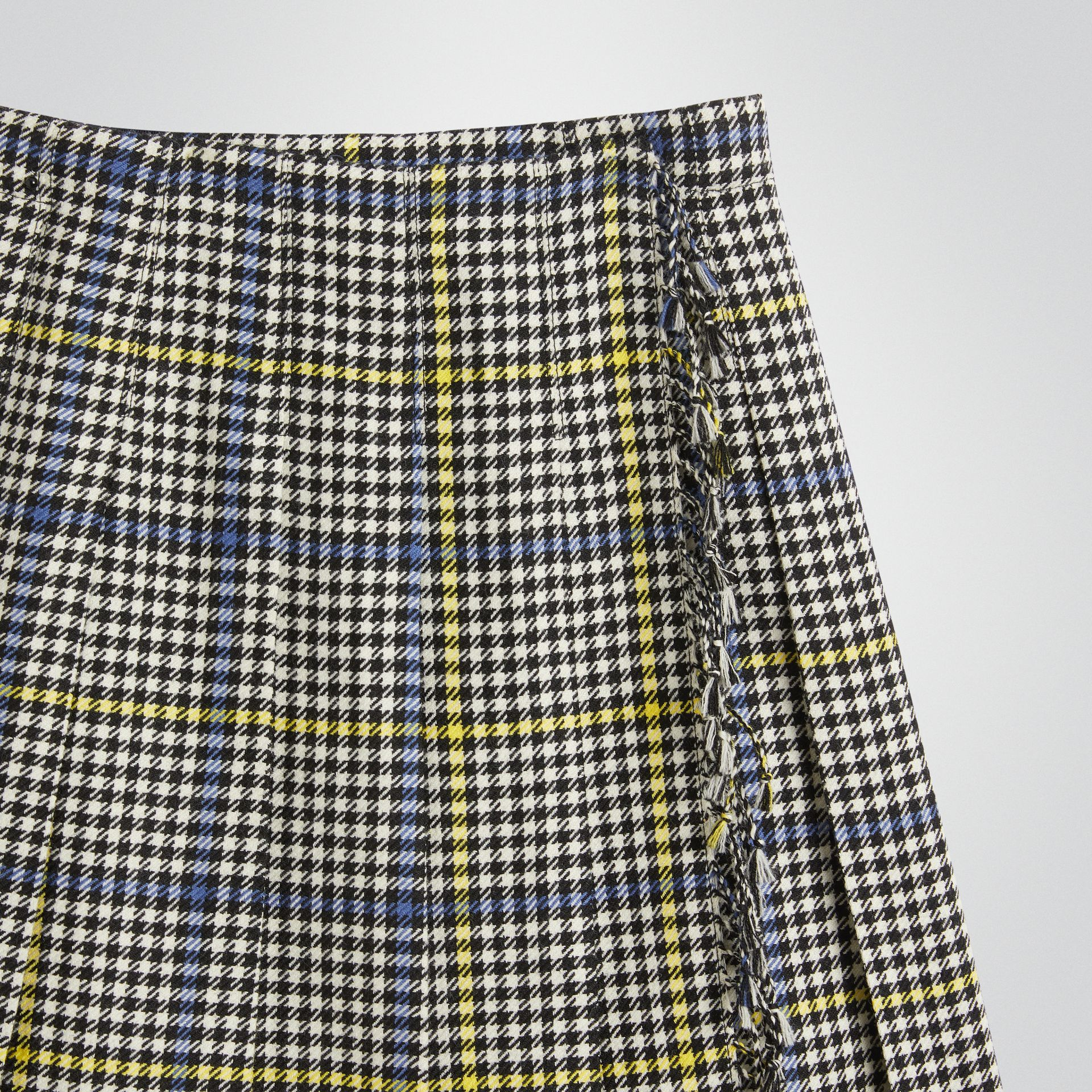 Fringe Detail Houndstooth Check Wool Kilt in Parchment | Burberry Singapore - gallery image 4