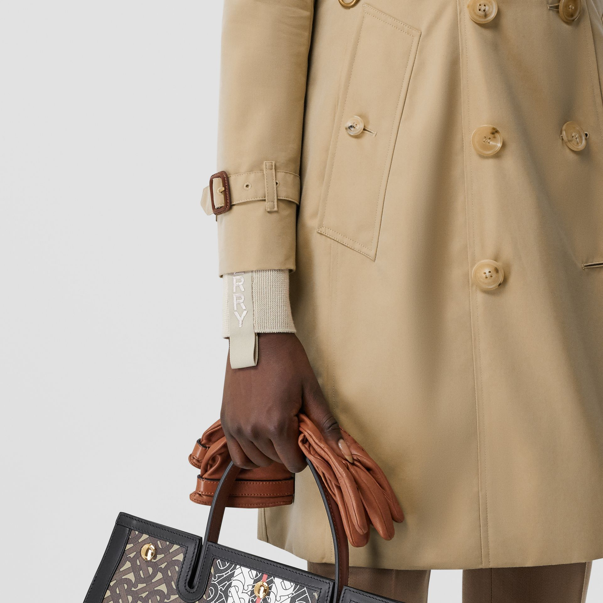 The Mid-length Chelsea Heritage Trench Coat in Honey | Burberry Canada - gallery image 5