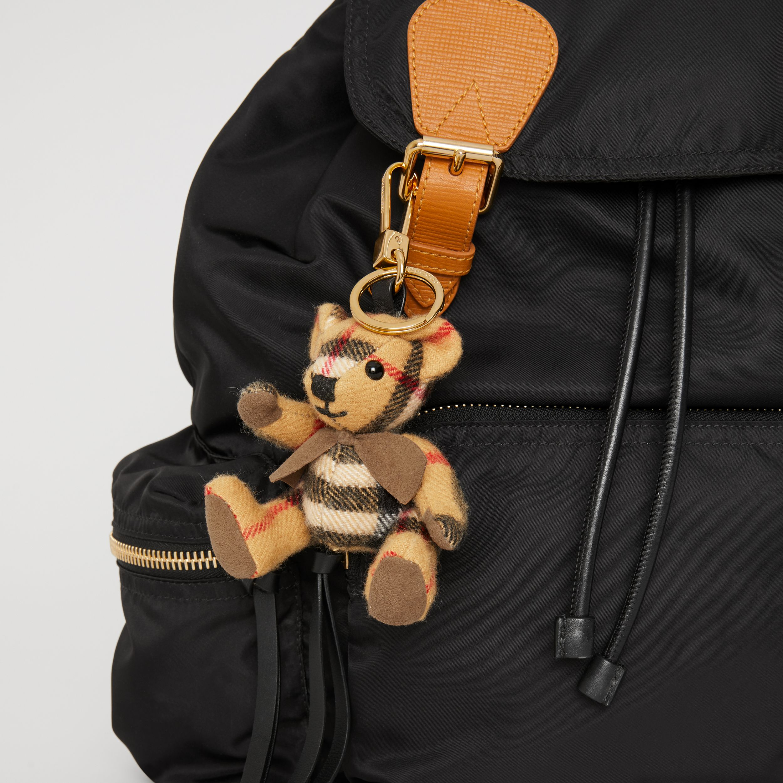 Adorno do Thomas Bear de cashmere em Vintage Check (Amarelo Antigo) | Burberry - 4