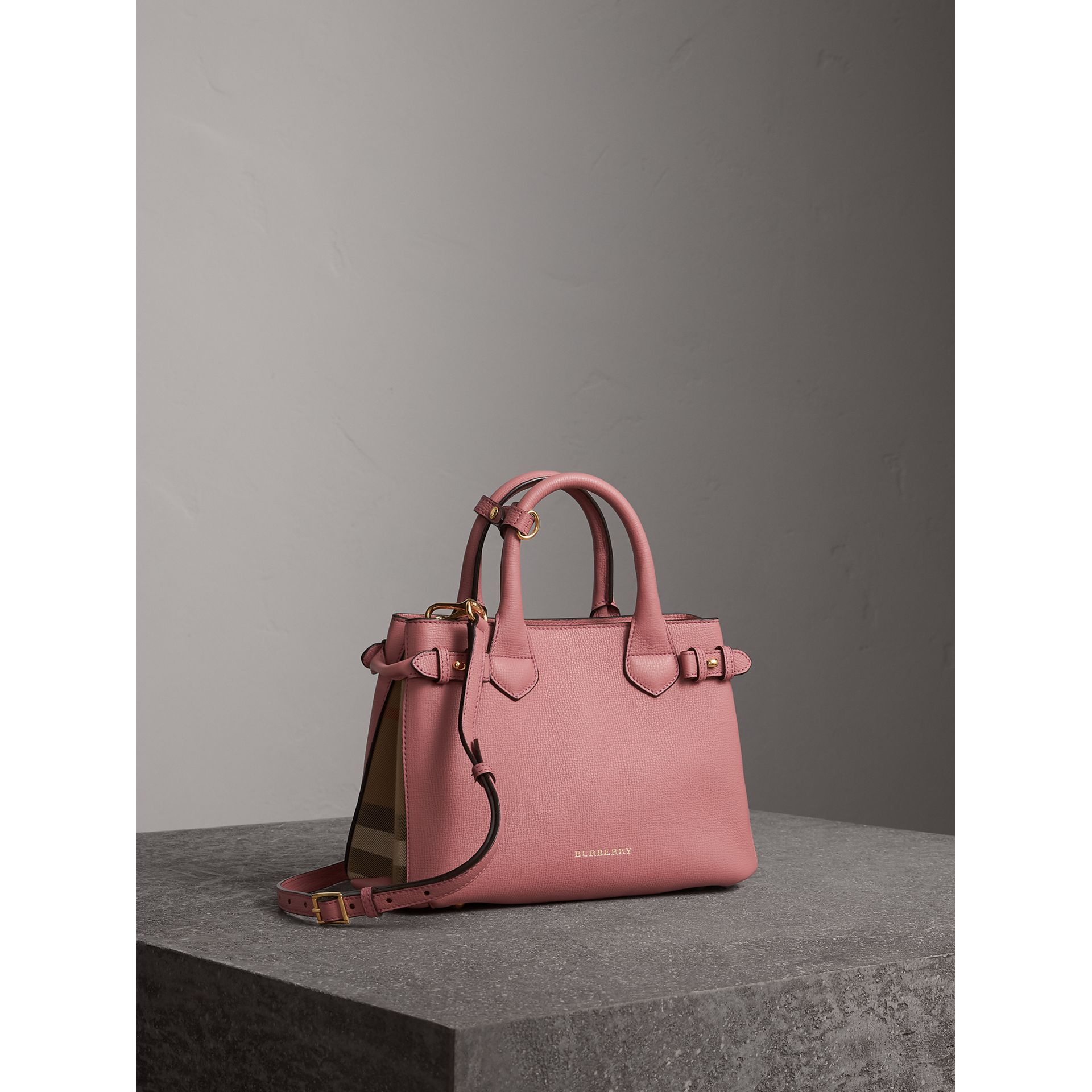 The Banner piccola in pelle con motivo House check (Rosa Malva) - Donna | Burberry - immagine della galleria 1